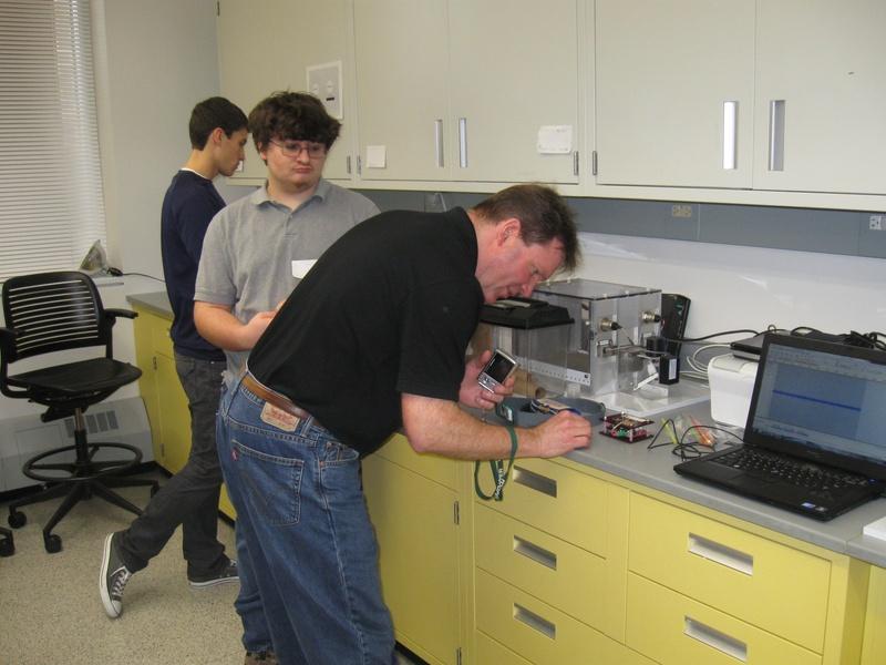 Dr. Spitsbergen recording the cockroach leg